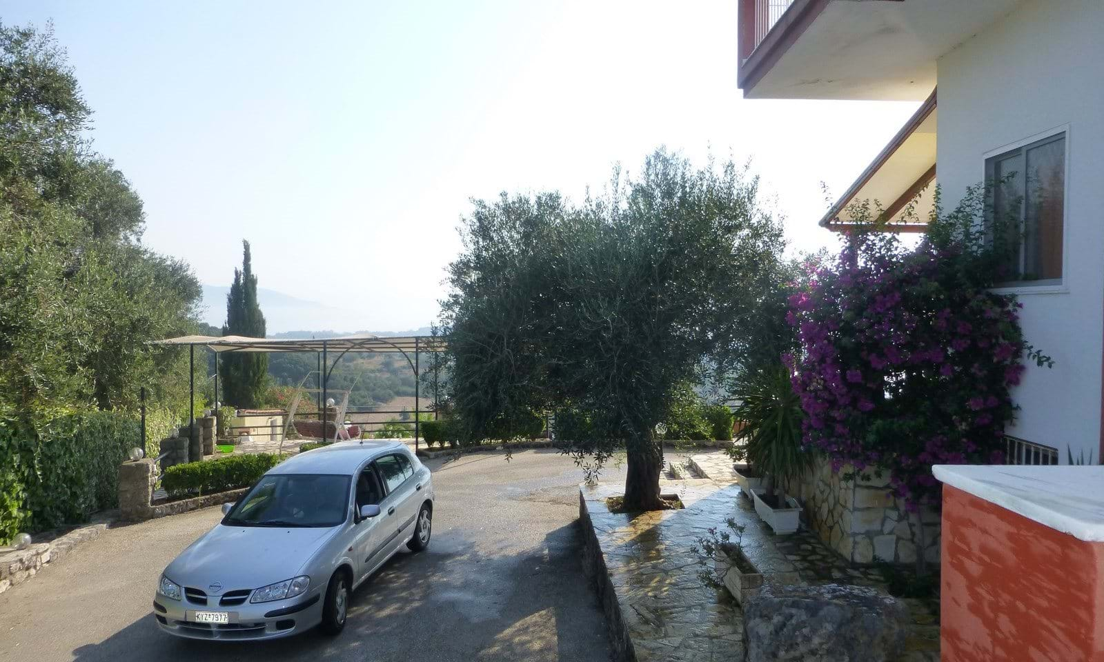 Villas with large gardens in Corfu