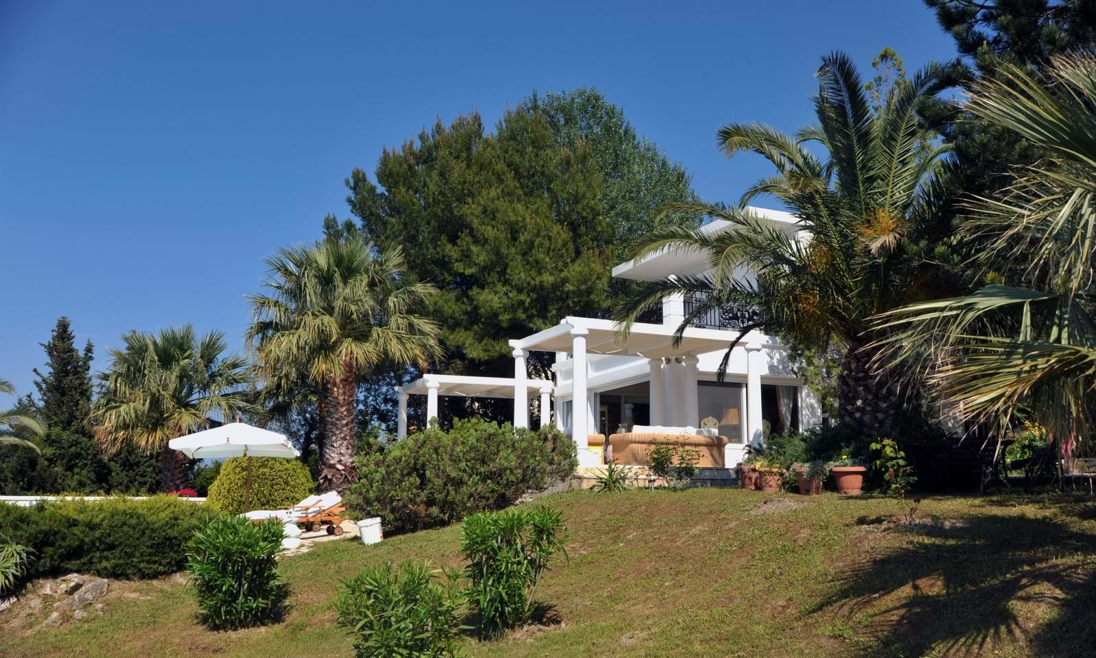 Sea front property in Corfu