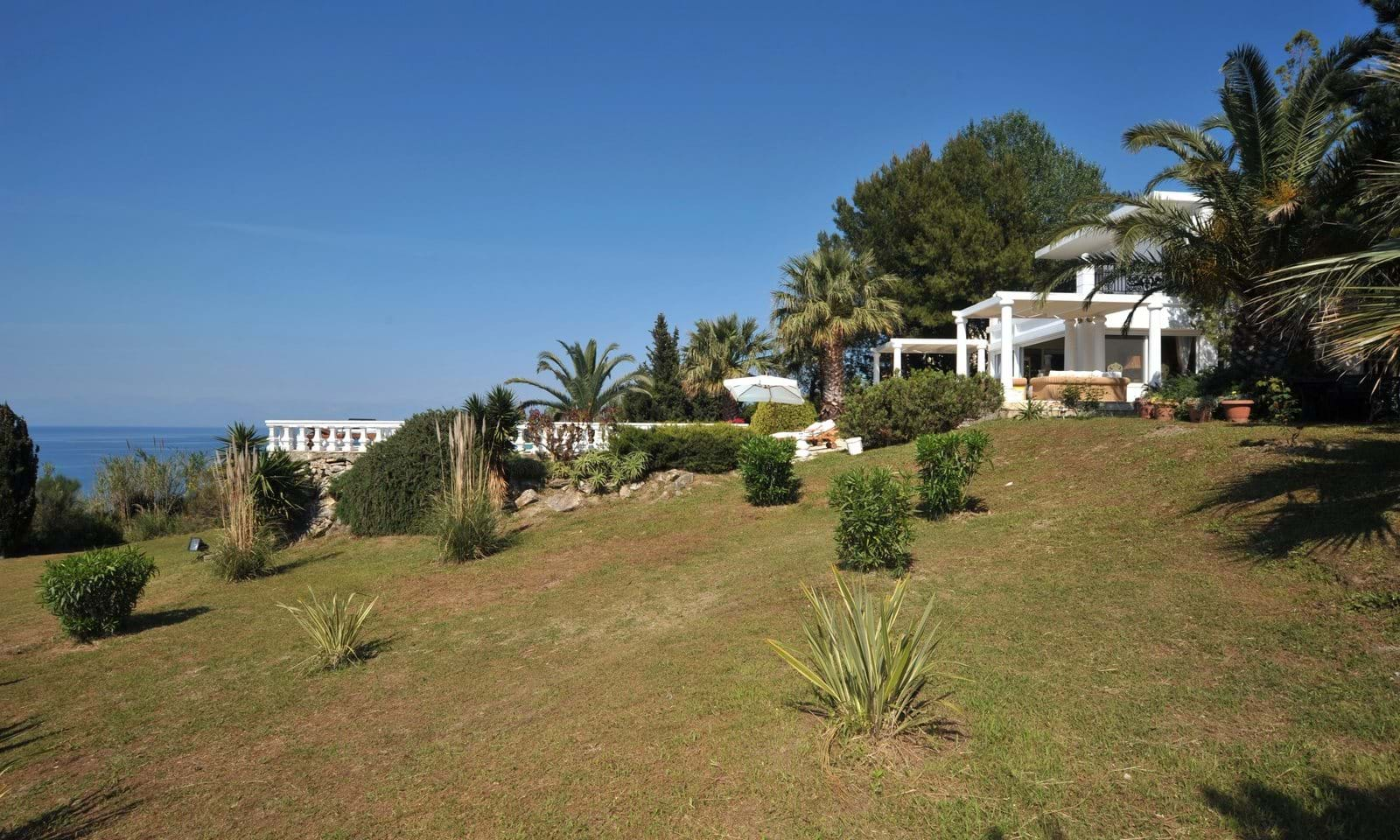 Seaside villas for sale in Corfu