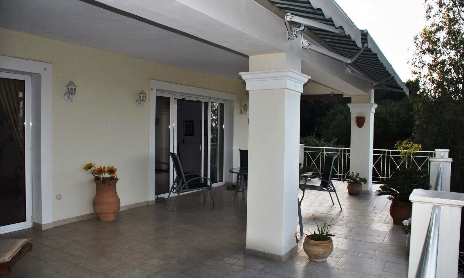villa with separate appartment for sale
