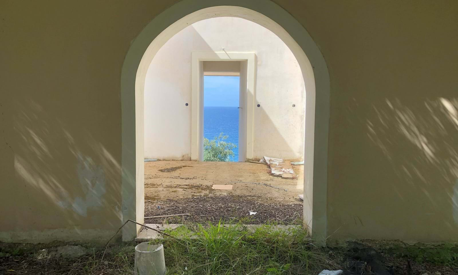 villa aentrance looking through to the sea view